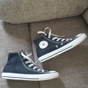 Converse sneakers 2.5